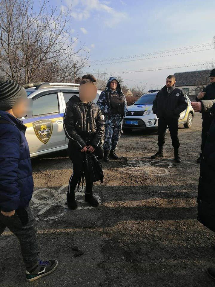Под Каменским по школе ходил парень с ножом, фото-3