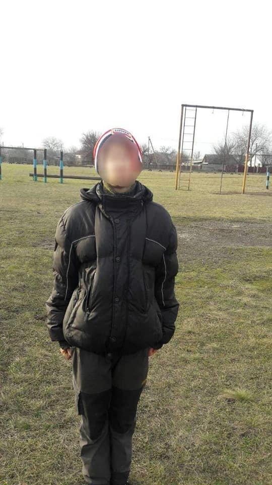 Под Каменским по школе ходил парень с ножом, фото-2