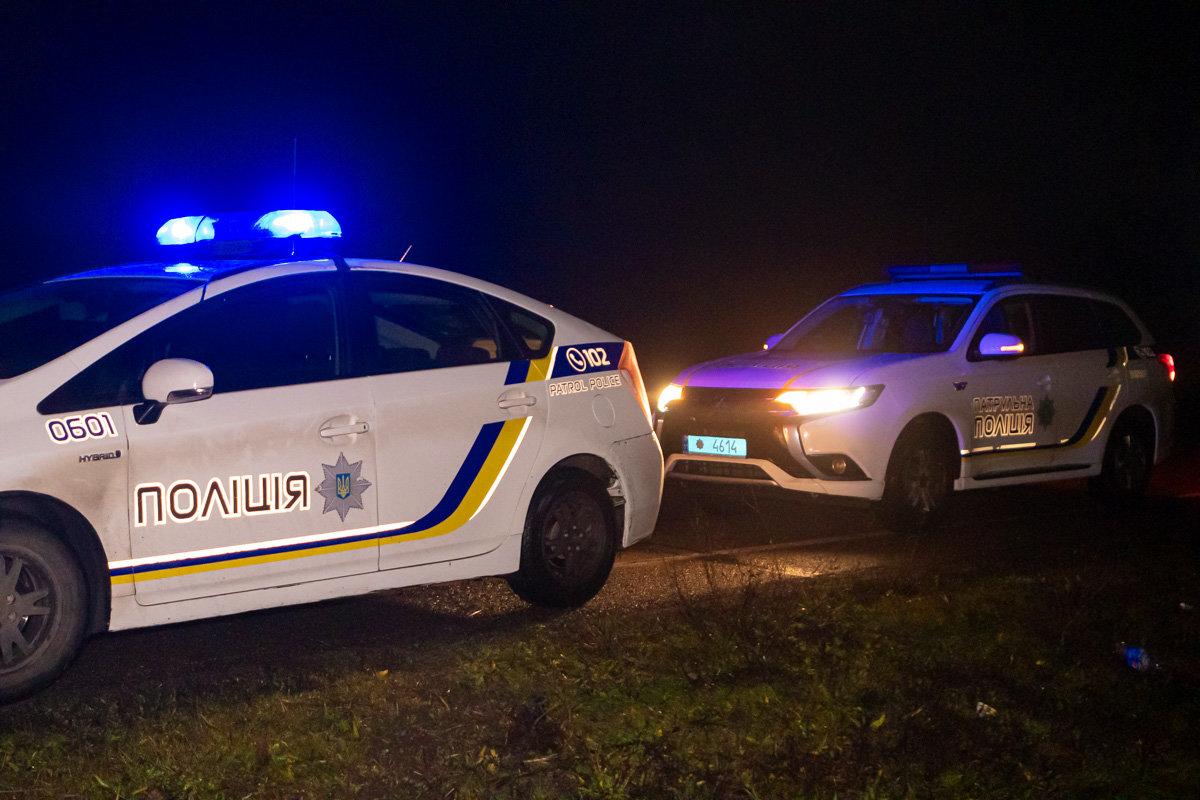 Автомобиль, который ехал из Каменского в Днепр, врезался в отбойник, фото-1