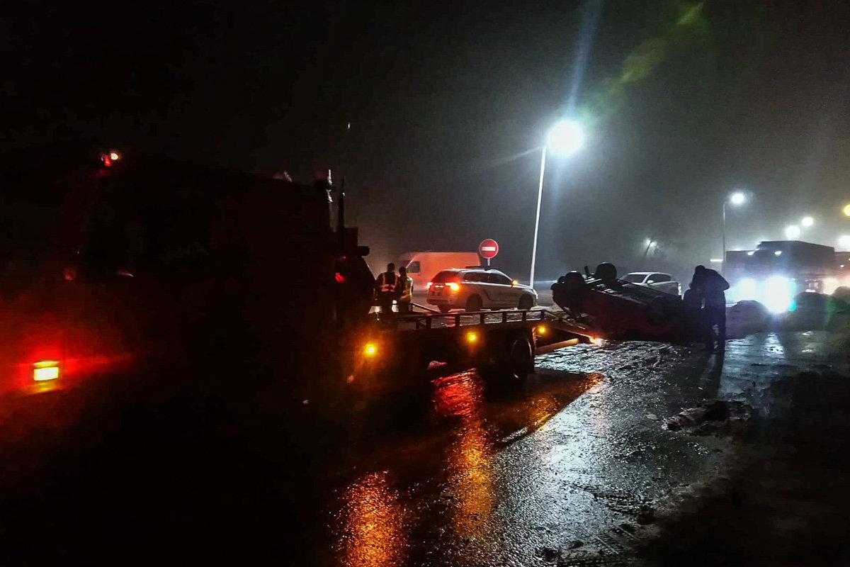 ДТП под Каменским: автомобиль вылетел на участок, где ведутся ремонтные работы, и перевернулся, фото-3