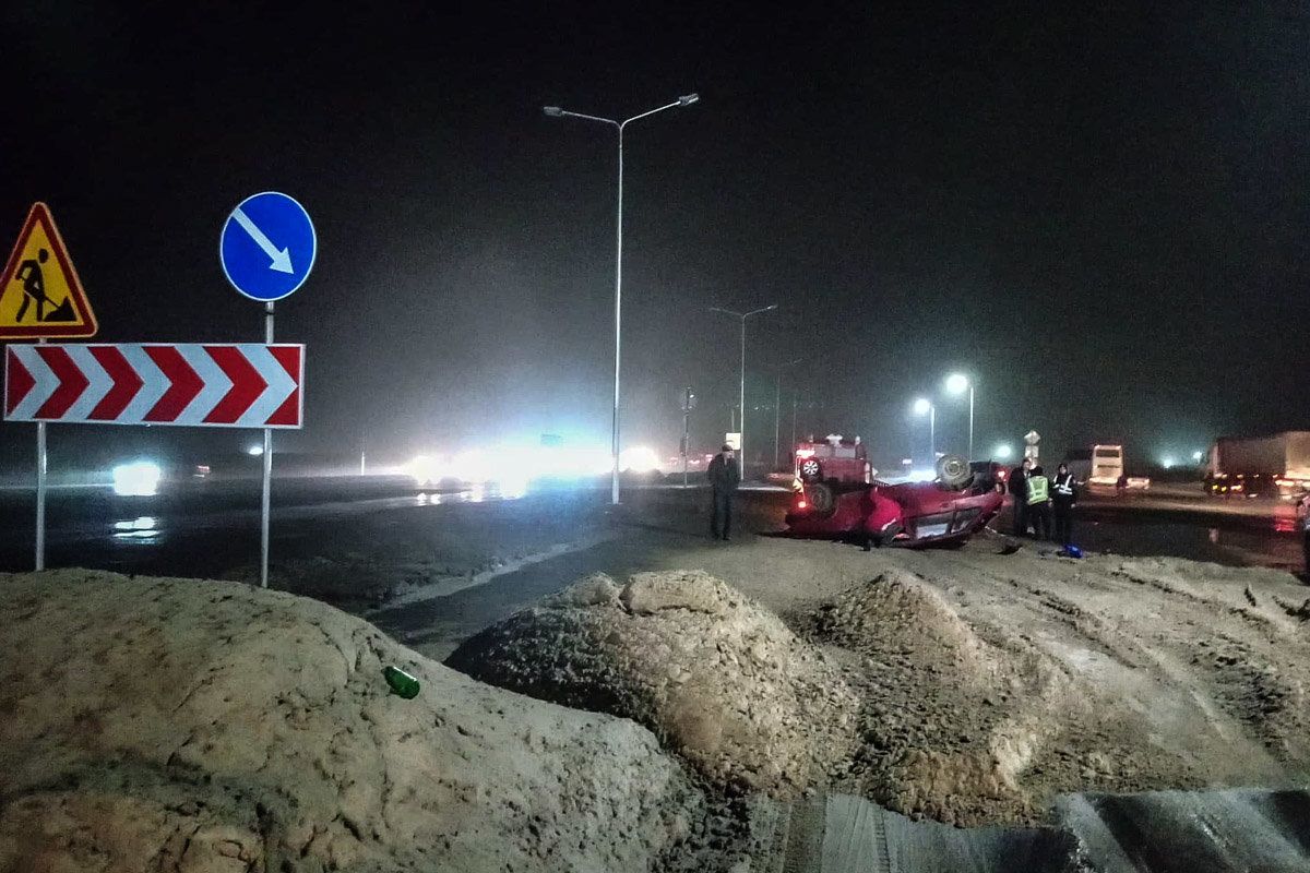 ДТП под Каменским: автомобиль вылетел на участок, где ведутся ремонтные работы, и перевернулся, фото-1