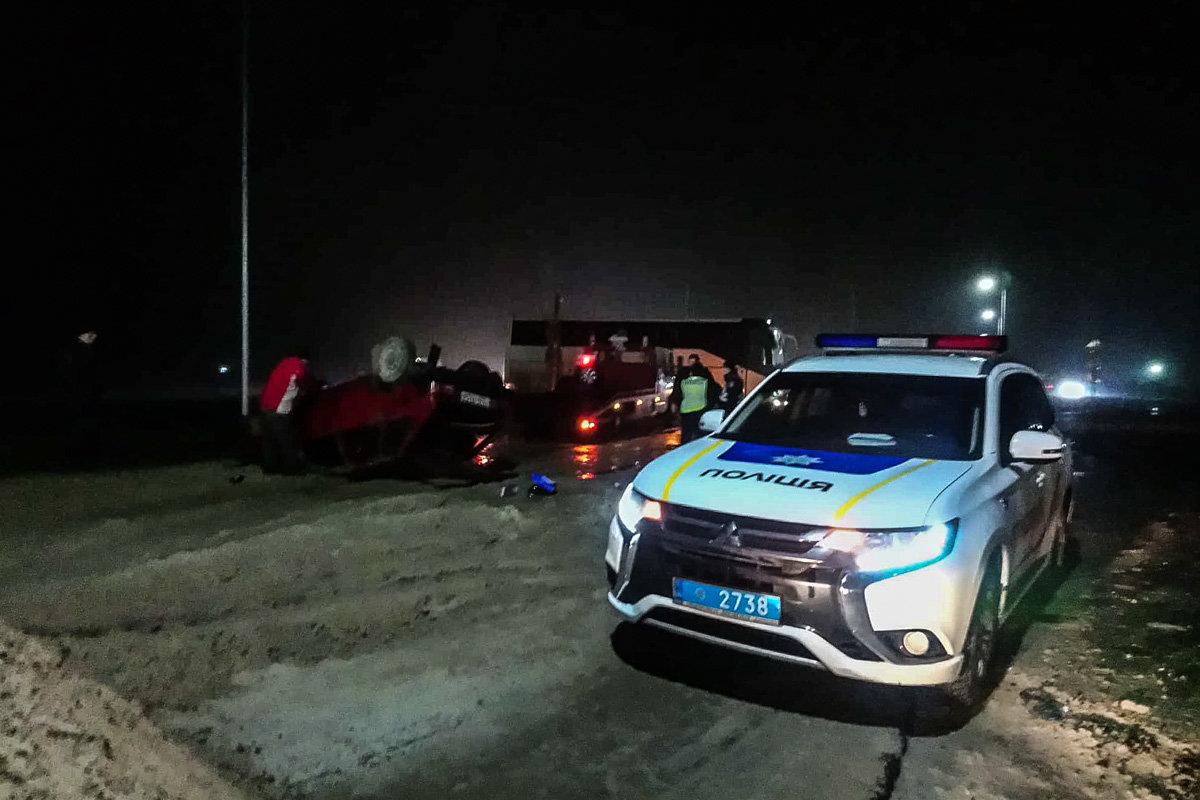 ДТП под Каменским: автомобиль вылетел на участок, где ведутся ремонтные работы, и перевернулся, фото-2