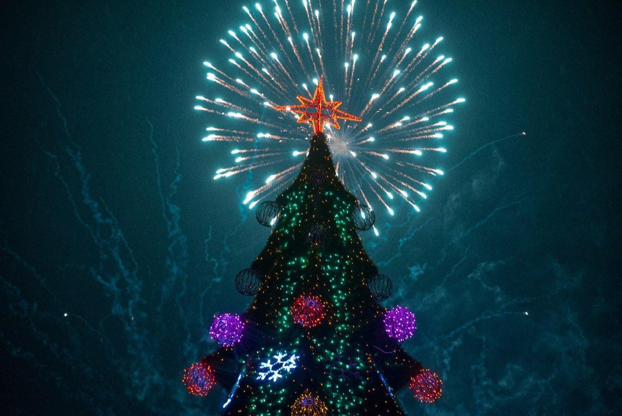 Как прошла новогодняя ночь на главной площади Каменского, фото-1