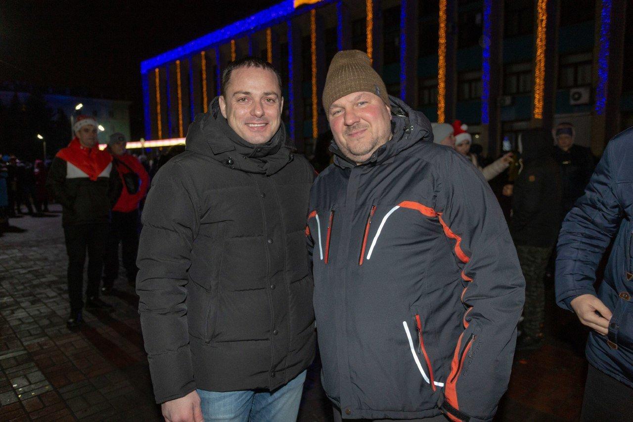 Как прошла новогодняя ночь на главной площади Каменского, фото-5