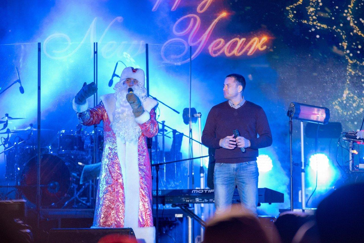 Как прошла новогодняя ночь на главной площади Каменского, фото-3