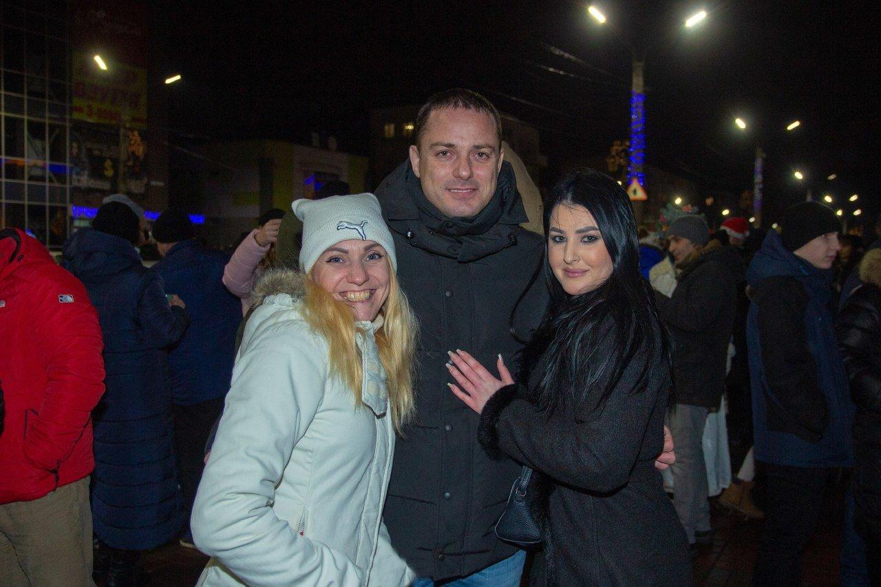 Как прошла новогодняя ночь на главной площади Каменского, фото-6