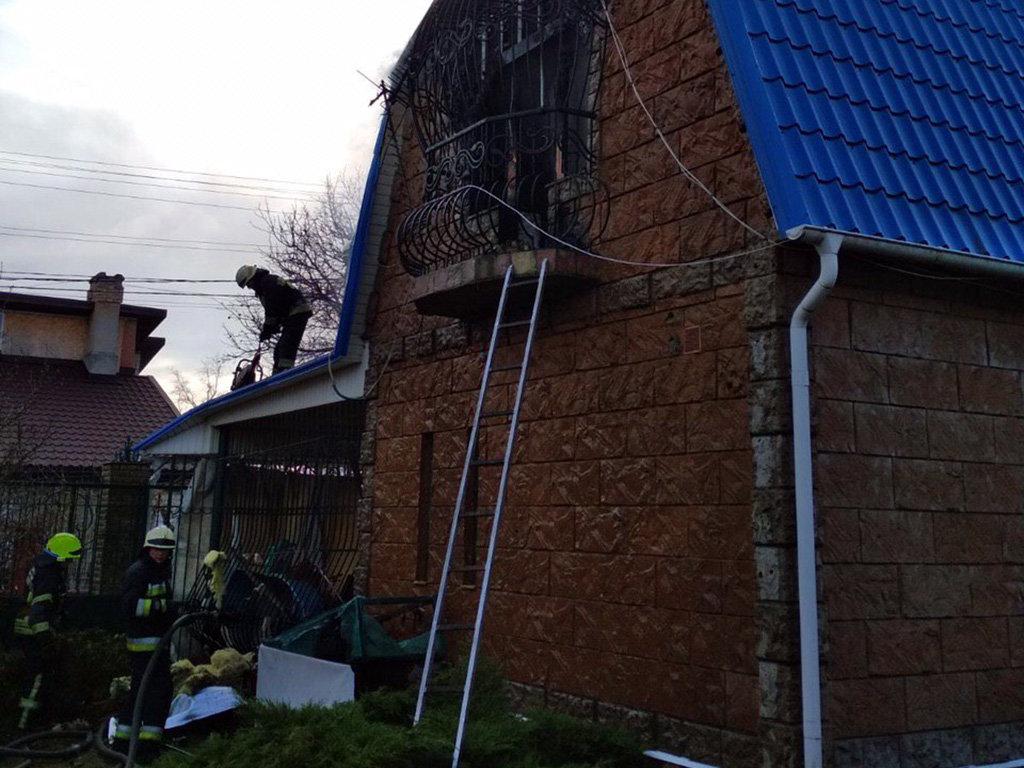В Днепровском районе горел жилой дом, фото-2
