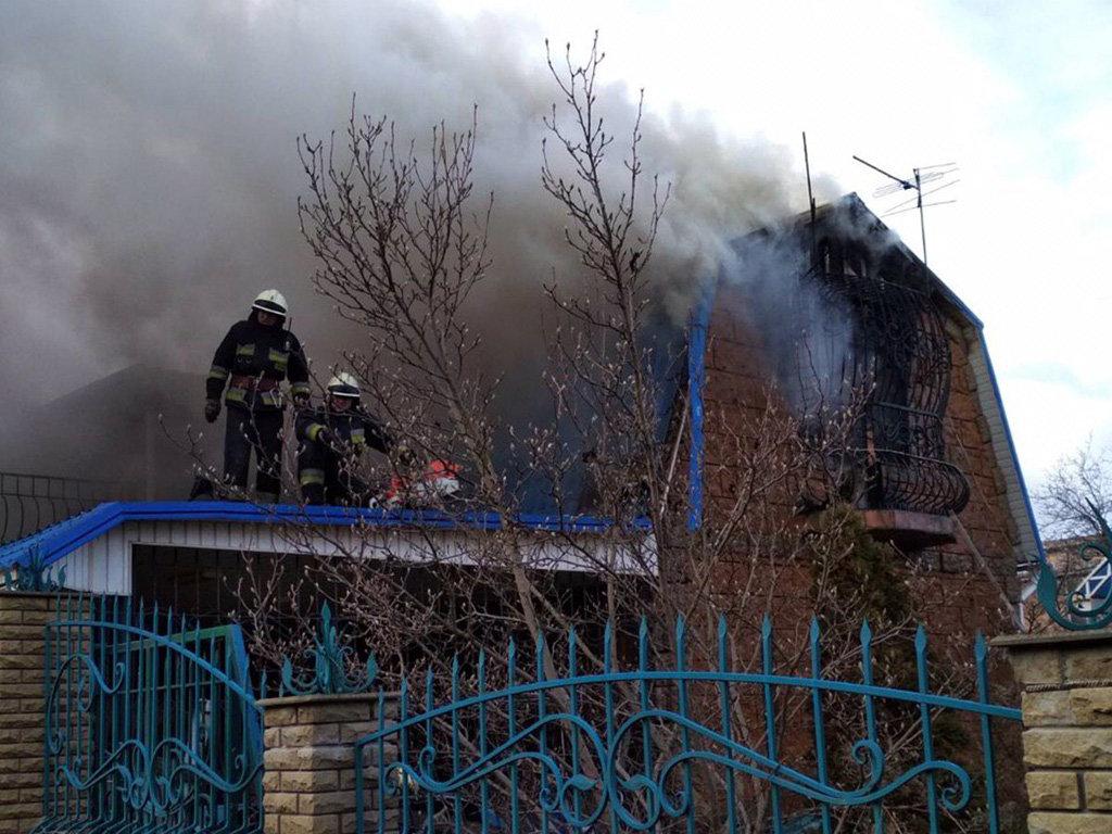 В Днепровском районе горел жилой дом, фото-1