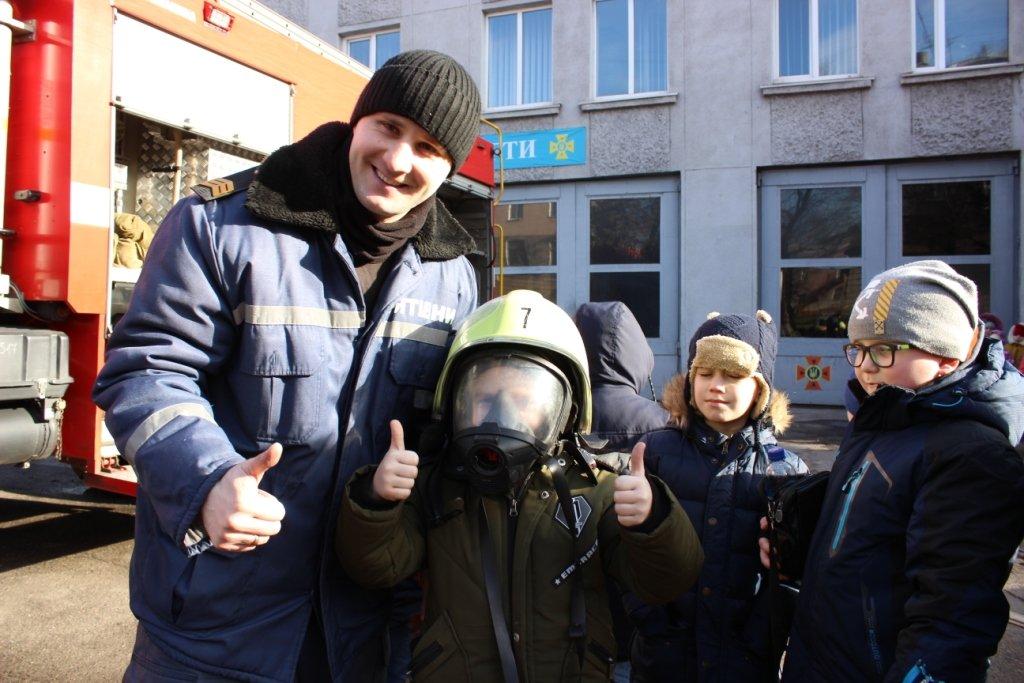 Школьники побывали в гостях у каменских спасателей, фото-2