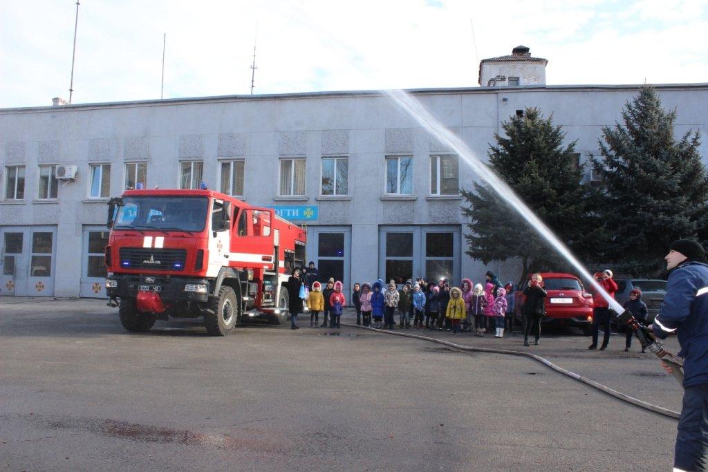 Школьники побывали в гостях у каменских спасателей, фото-4