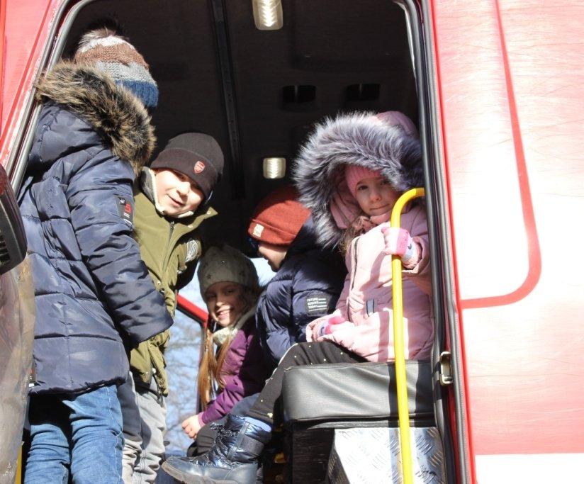Школьники побывали в гостях у каменских спасателей, фото-3