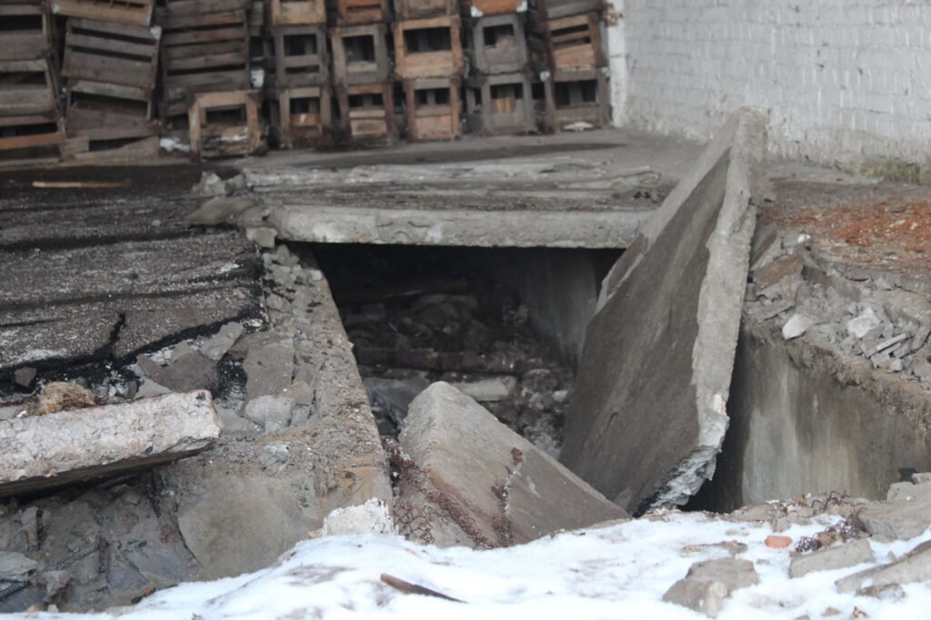 Справжні мародери: овочебазу колишнього ПХЗ у Кам'янському повністю пограбовано, фото-4