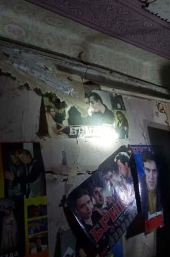 В Каменском на Матросова взрывной волной вынесло окна в квартире и треснула стена, фото-1