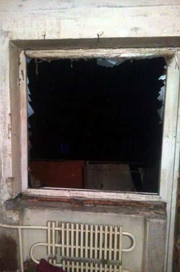 В Каменском на Матросова взрывной волной вынесло окна в квартире и треснула стена, фото-2