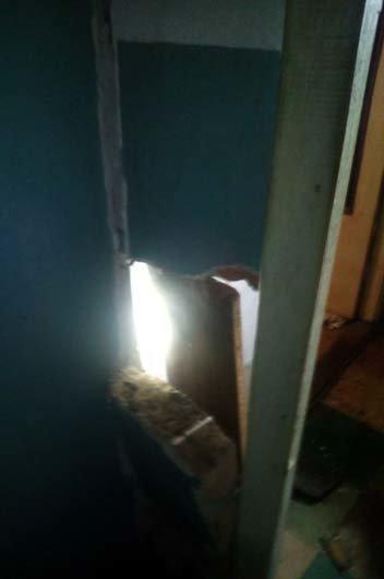 В Каменском на Матросова взрывной волной вынесло окна в квартире и треснула стена, фото-3