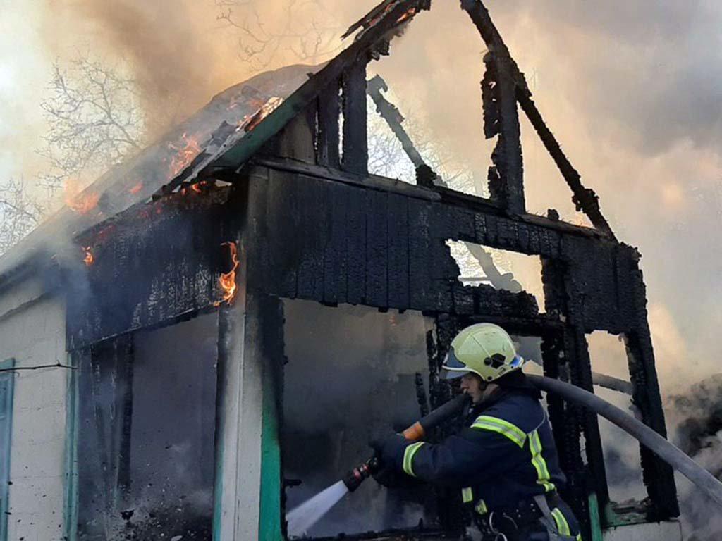 В Каменском у семьи сгорела дача, фото-1