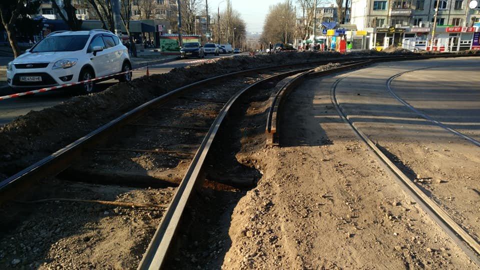 """В Каменском возле """"Украины"""" меняют трамвайные рельсы, фото-1"""