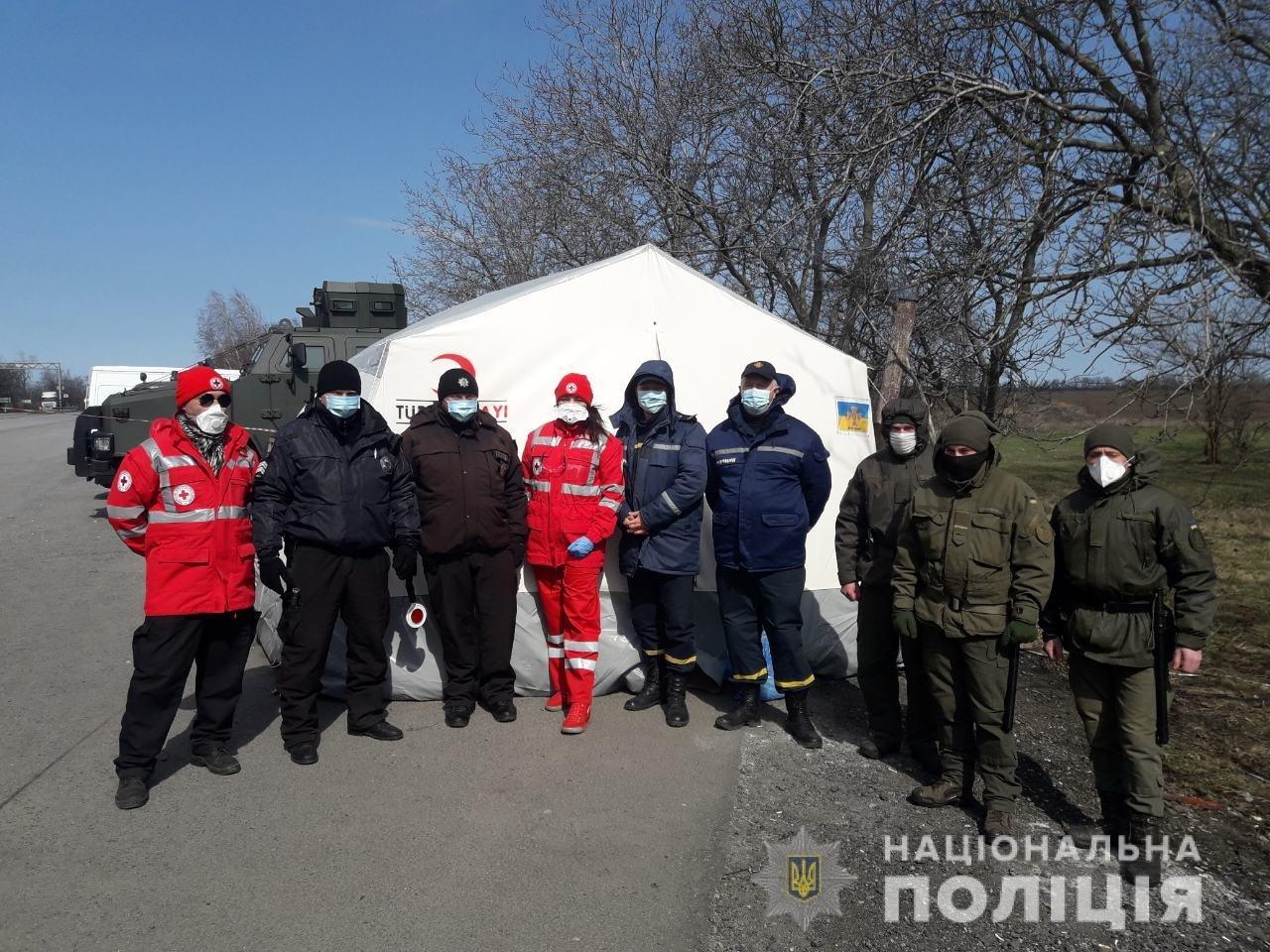 В Днепропетровской области на блок-постах дежурит Красный Крест, фото-1