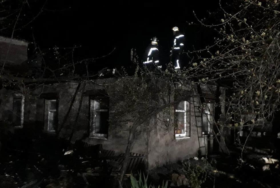В Каменском возле Центрального парка горел жилой дом, фото-1
