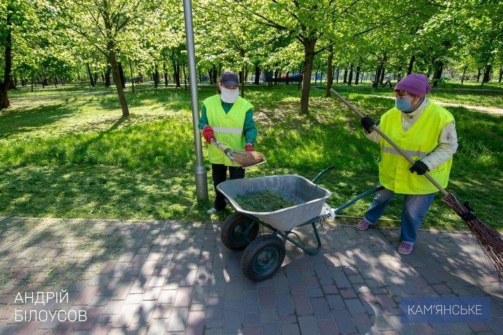 Мэр Каменского объехал скверы, парки и места общего пользования, фото-3