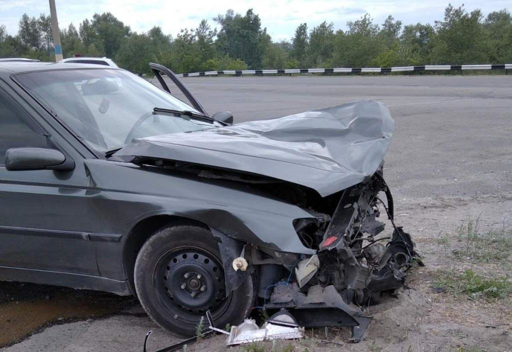 В Каменском на мосту столкнулись Skoda и Peugeot: пострадал мужчина, фото-2