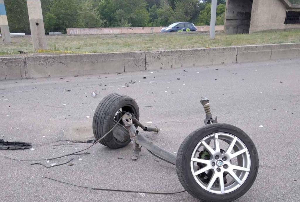 В Каменском на мосту столкнулись Skoda и Peugeot: пострадал мужчина, фото-3