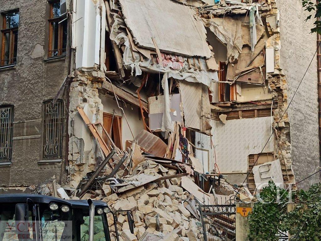 В Одессе обвалился жилой дом: людей доставали из-под завалов, фото-1