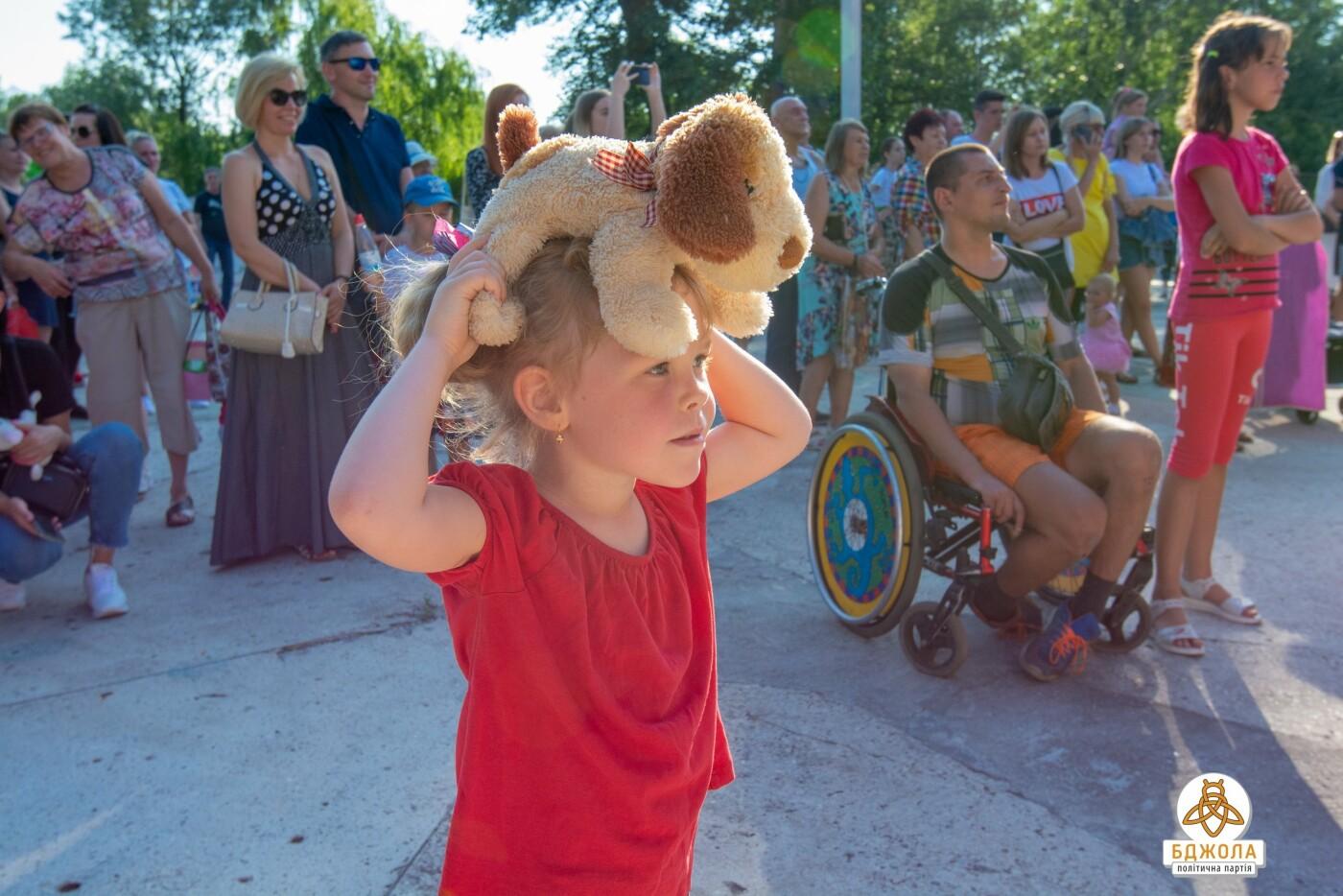 Партія «Бджола» організувала святковий захід до Дня молоді, фото-8