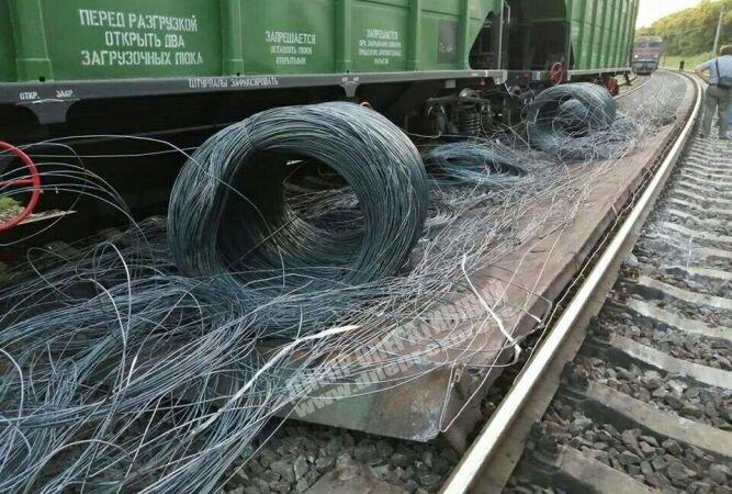 Возле Каменского два поезда сошли с рельсов, фото-2