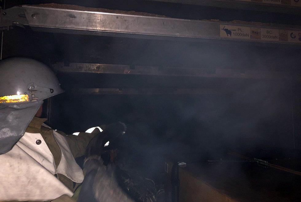 В Царичанке горел прицеп с посылками, фото-1