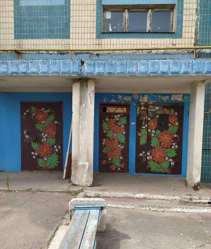 В Каменском подъезды разрисовывают петриковской росписью , фото-1