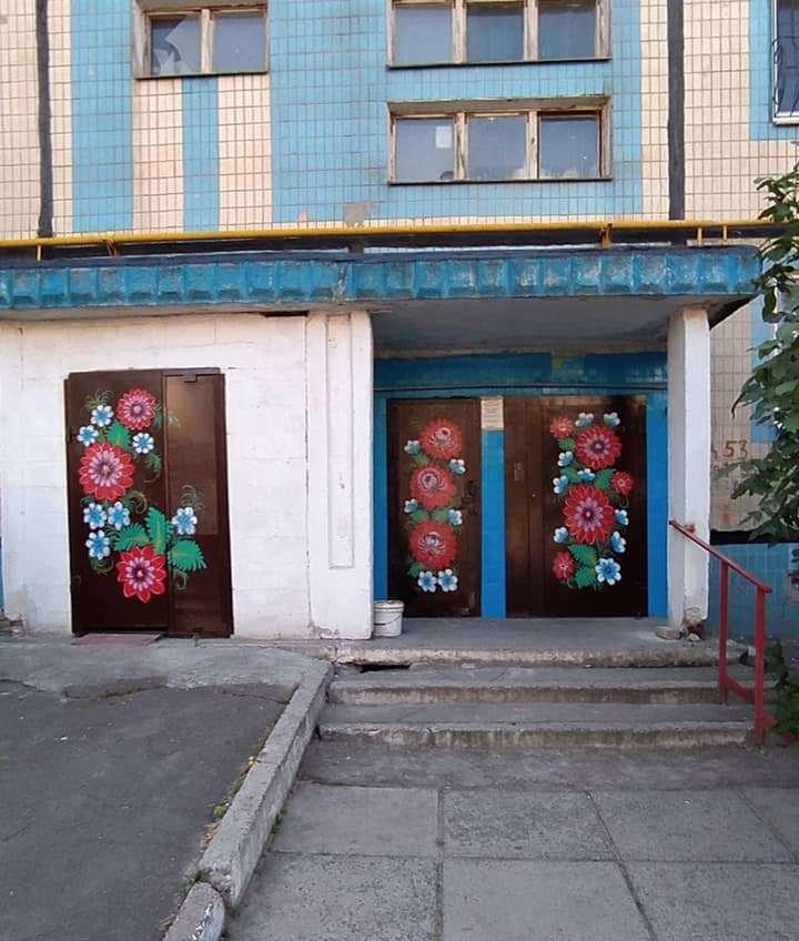 В Каменском подъезды разрисовывают петриковской росписью , фото-2