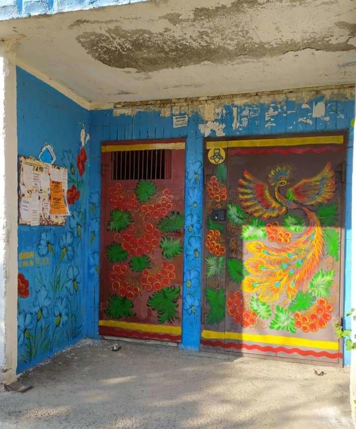 В Каменском подъезды разрисовывают петриковской росписью , фото-3