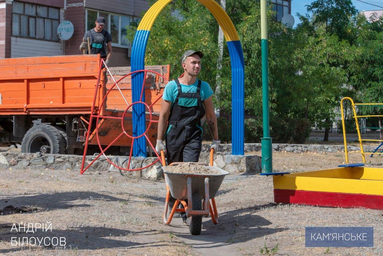 В Каменском устанавливают детские и спортивные площадки во дворах, фото-3