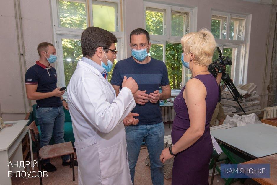 Комфортные условия для врачей и пациентов: в больницах Каменского продолжаются капитальные ремонты, фото-1