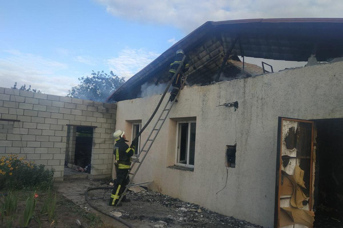 В Елизаветовке горел жилой дом: пострадала девушка, фото-1