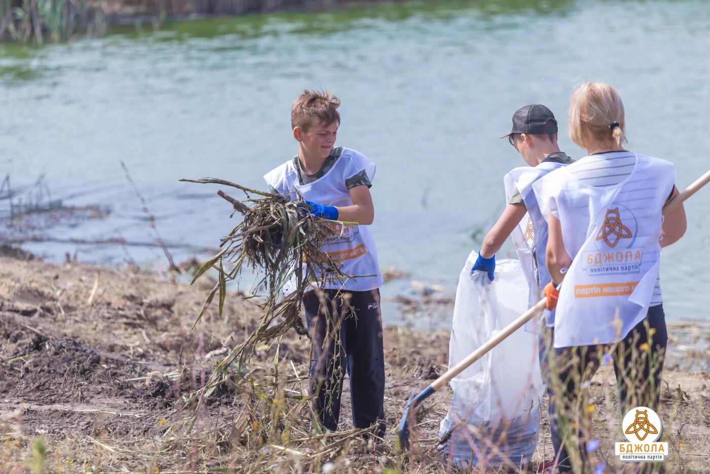 Активісти партії «Бджола» разом з жителями БАМу чистили ставок, фото-5