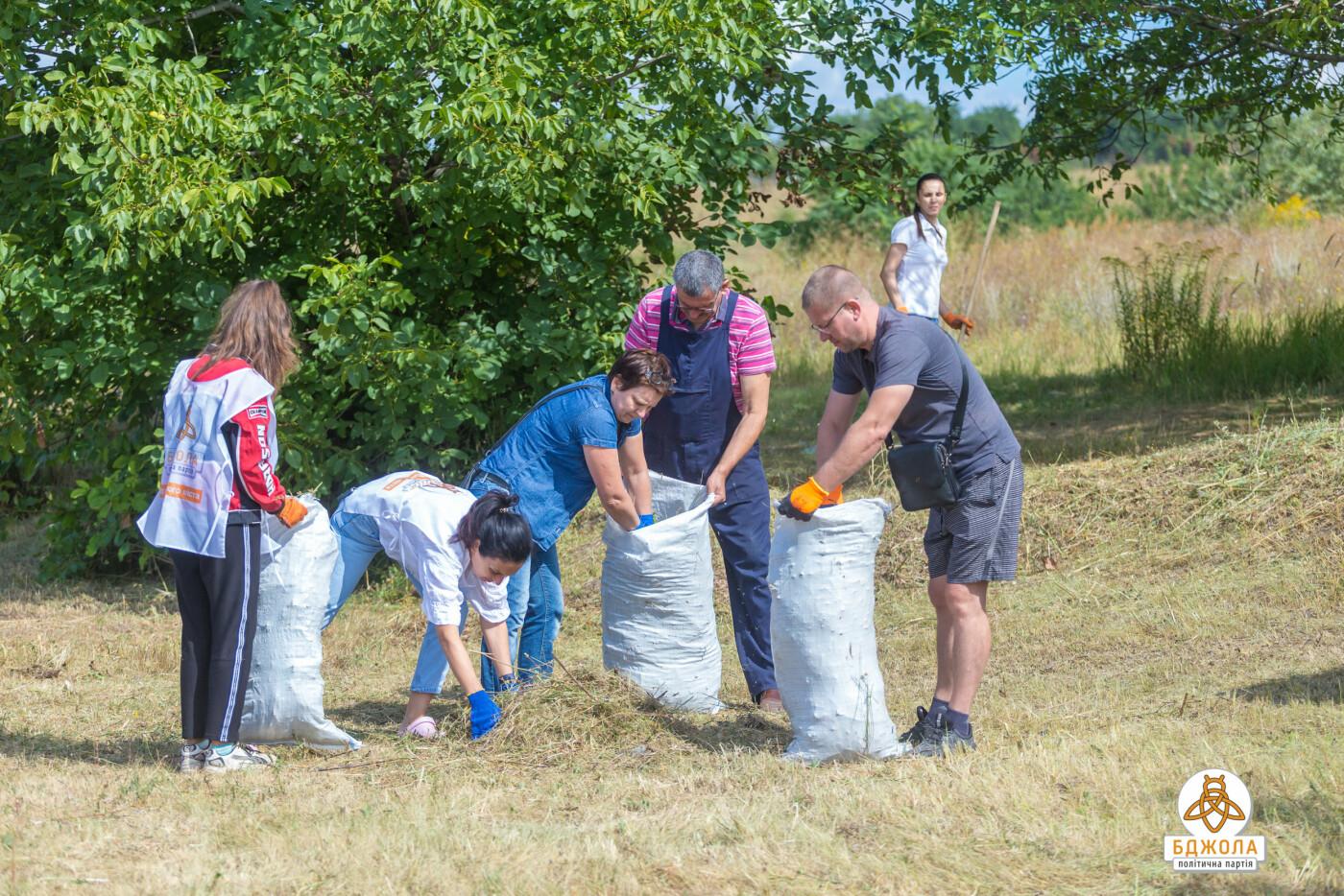 Активісти партії «Бджола» разом з жителями БАМу чистили ставок, фото-6