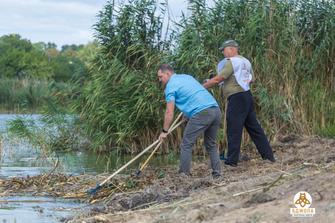 Активісти партії «Бджола» разом з жителями БАМу чистили ставок, фото-3