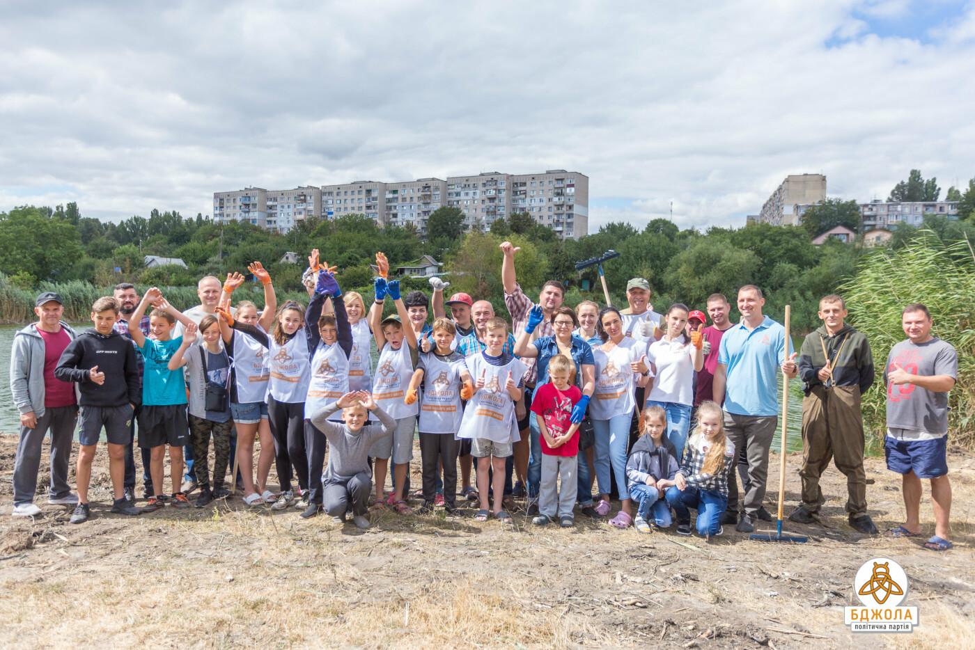 Активісти партії «Бджола» разом з жителями БАМу чистили ставок, фото-9