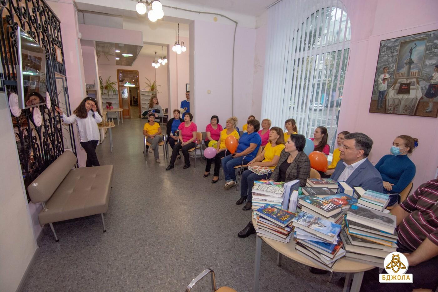 Активісти «Бджоли» привітали бібліотекарів зі святом, фото-4