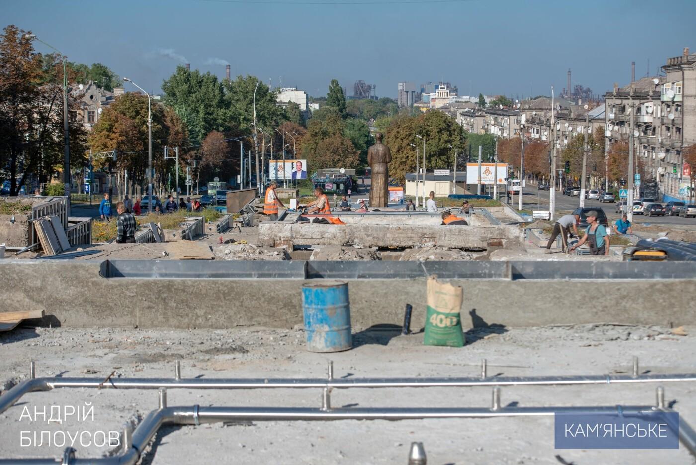 В Каменском продолжается ремонт центрального сквера, фото-2