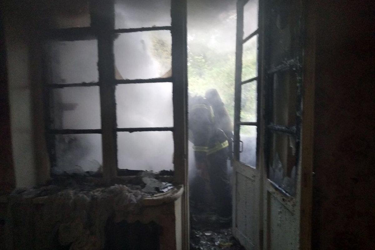 В Каменском на Аношкина горела квартира: спасли 92-летнюю женщину, фото-1