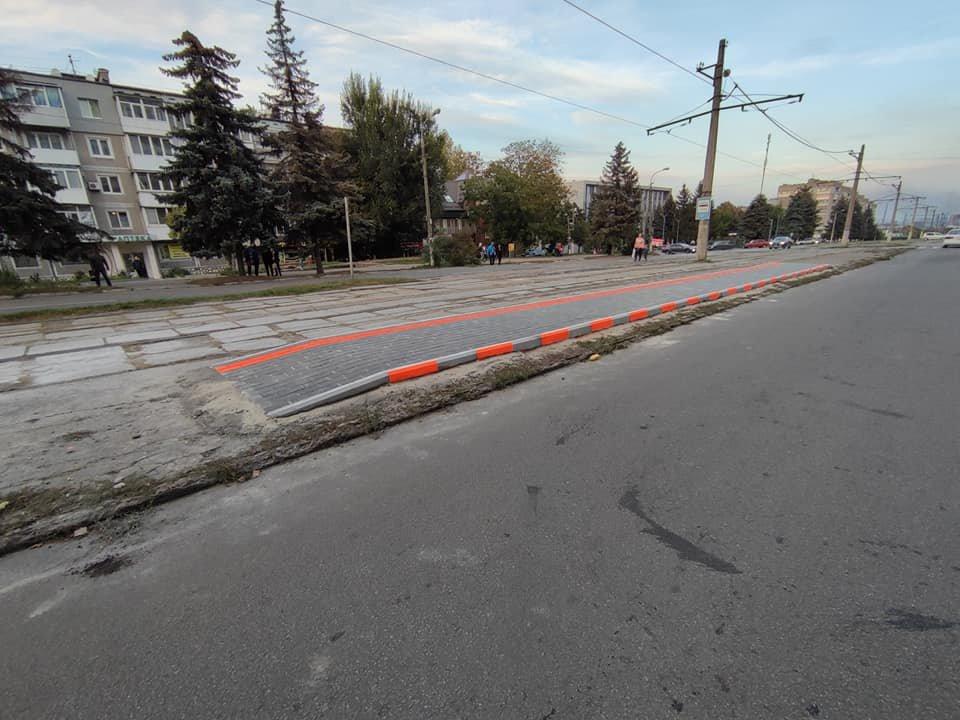 В Каменском начали строить возвышенные остановки, фото-1