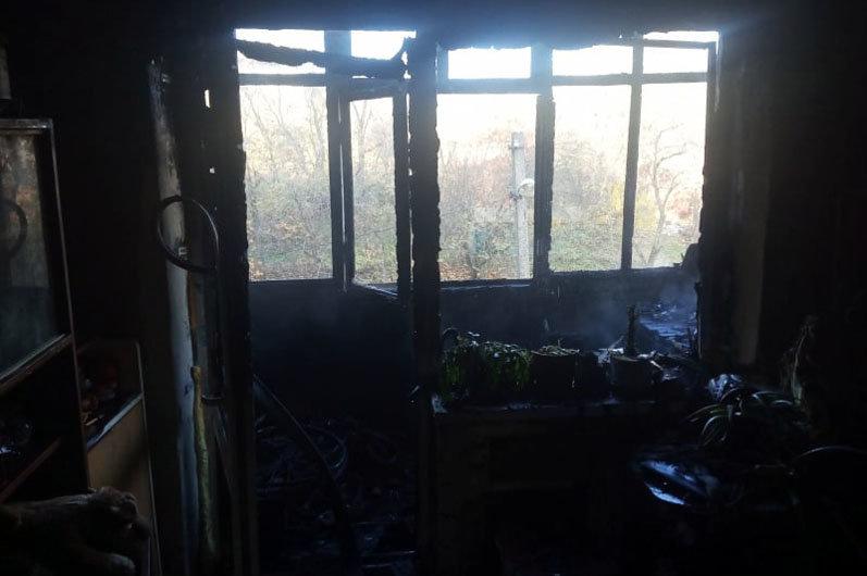 В Каменском горели два балкона, фото-1