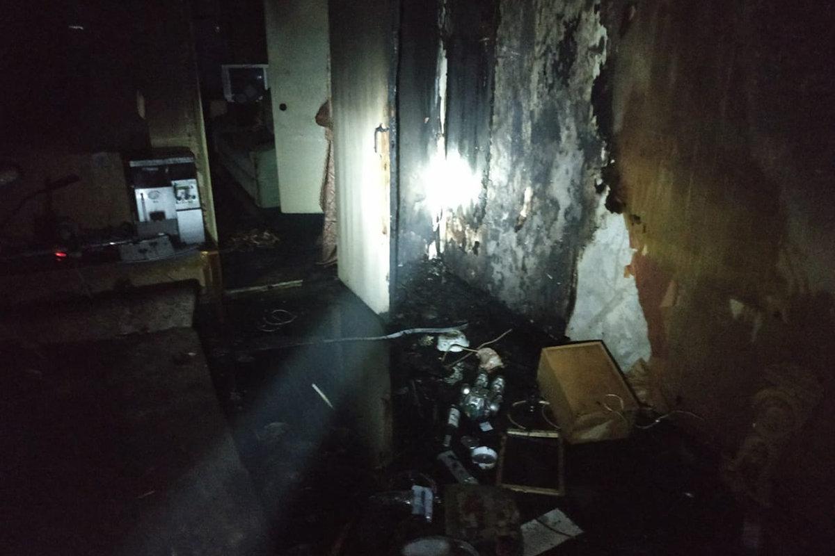 В Каменском на поселке Строителей горела квартира: внутри нашли труп, фото-1