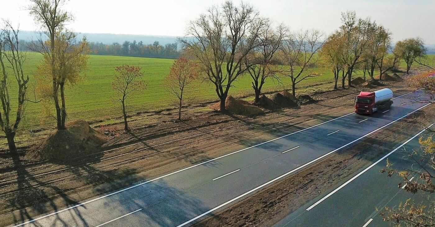На Днепропетровщине уже отремонтировали 22 километра трассы Знаменка – Изварино, фото-1