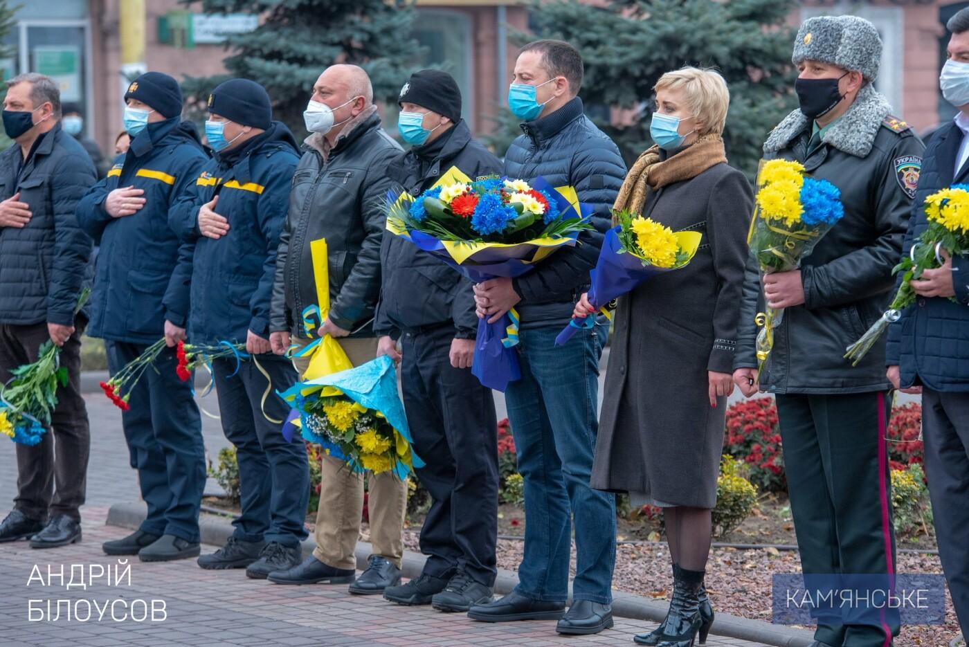 У Кам'янському відбулася церемонія покладання квітів з нагоди Дня Гідності та Свободи, фото-2