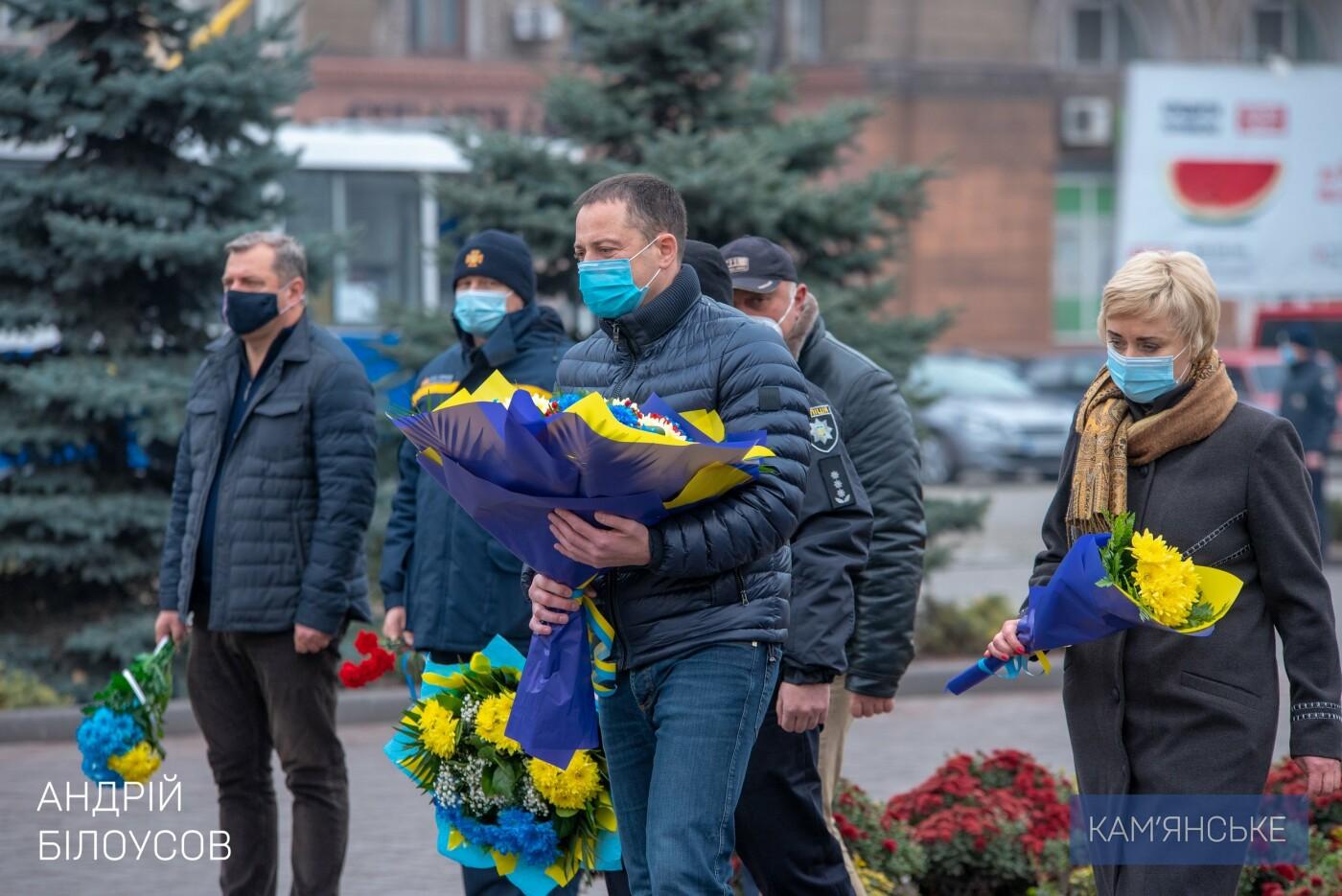 У Кам'янському відбулася церемонія покладання квітів з нагоди Дня Гідності та Свободи, фото-1