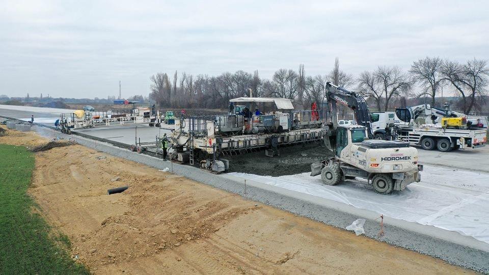 Как выглядит строительство трассы Днепр - Решетиловка с высоты птичьего полета, фото-1